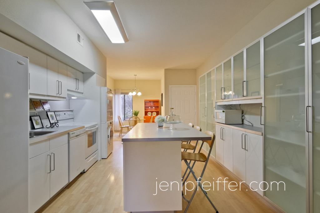 LIGHT, BRIGHT KITCHEN. Photo Courtesy Jeni Pfeiffer